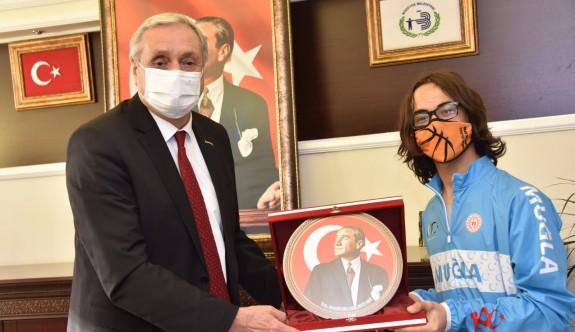 BAŞARILI BİSİKLETÇİ'DEN BAKKALCIOĞLU'NA ZİYARET