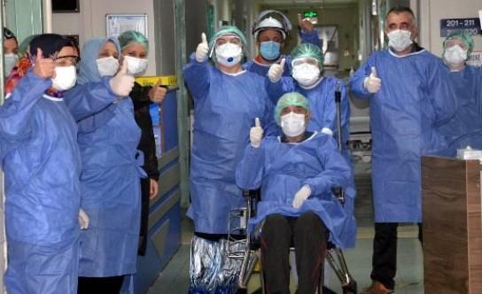 69 yaşındaki hasta sağlığına kavuştu