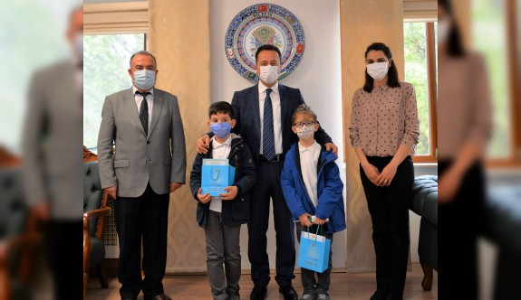 Vali Şentürk, öğrencilerin isteğini kırmadı
