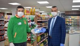 Marketlere ''Maske'' dağıtıldı