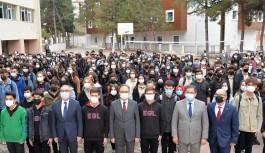 Vali Kızılkaya, öğrencilerle 'İstiklal Marşı' okudu